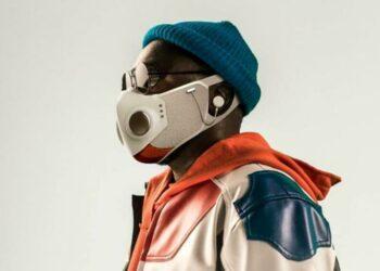 """Aquí viene """"Xupermask"""", la máscara súper tecnológica de Will.i.am, el rapero de los Black Eyed Peas, con luces LED y auriculares Bluetooth."""