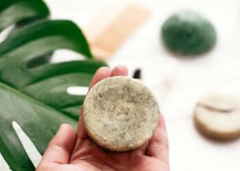 Champú sólido: qué es, cómo usarlo y por qué elegirlo sobre el champú tradicional
