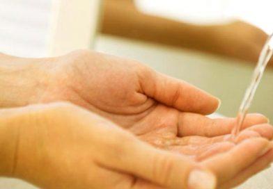 El truco para ahorrar 15 litros de agua con cada lavado de manos.