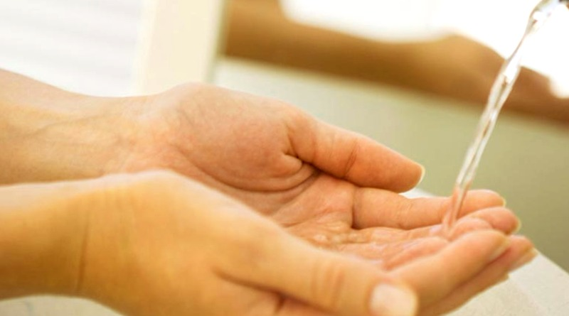 El truco para ahorrar 15 litros de agua con cada lavado de manos