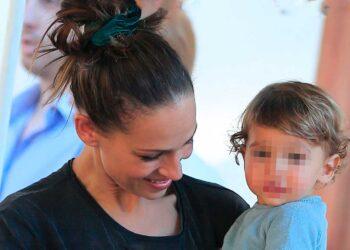 Eva González con su hijo