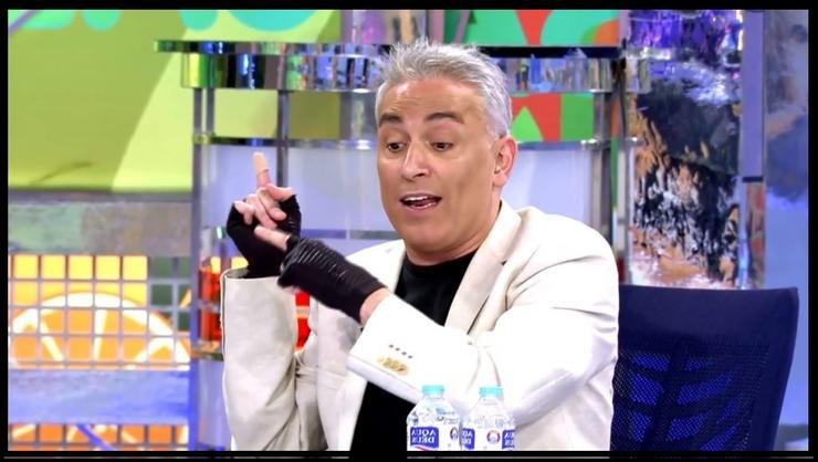 Kiko Hernández con guantes en Sálvame