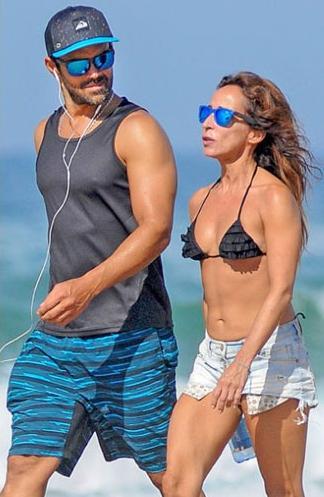 Ricardo Rodríguez y María Patiño en la playa