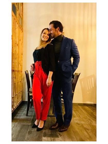 Yana Olina felicita a David Bustamante